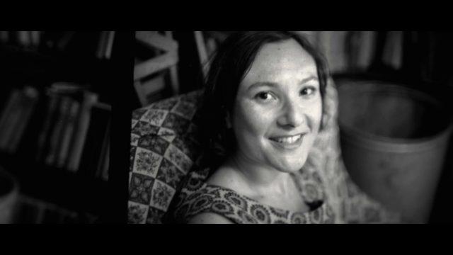 Elsa Dorfman, la poesia del quotidiano in una gigantesca polaroid